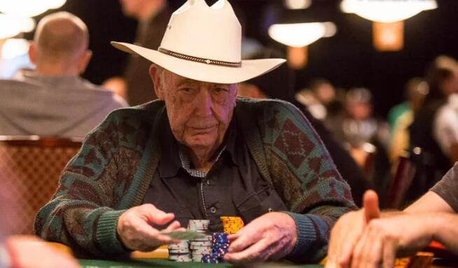 "【PokerStars】""扑克教父""Doyle Brunson称Phil Hellmuth是世界上最伟大的无限德州扑克牌手!"