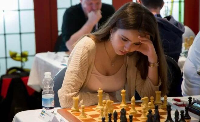 【PokerStars】瑞典美女棋手跨界扑克赛,表现令人惊艳